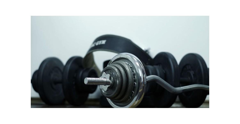 Comment faire de la musculation facilement à la maison avec des haltères ?